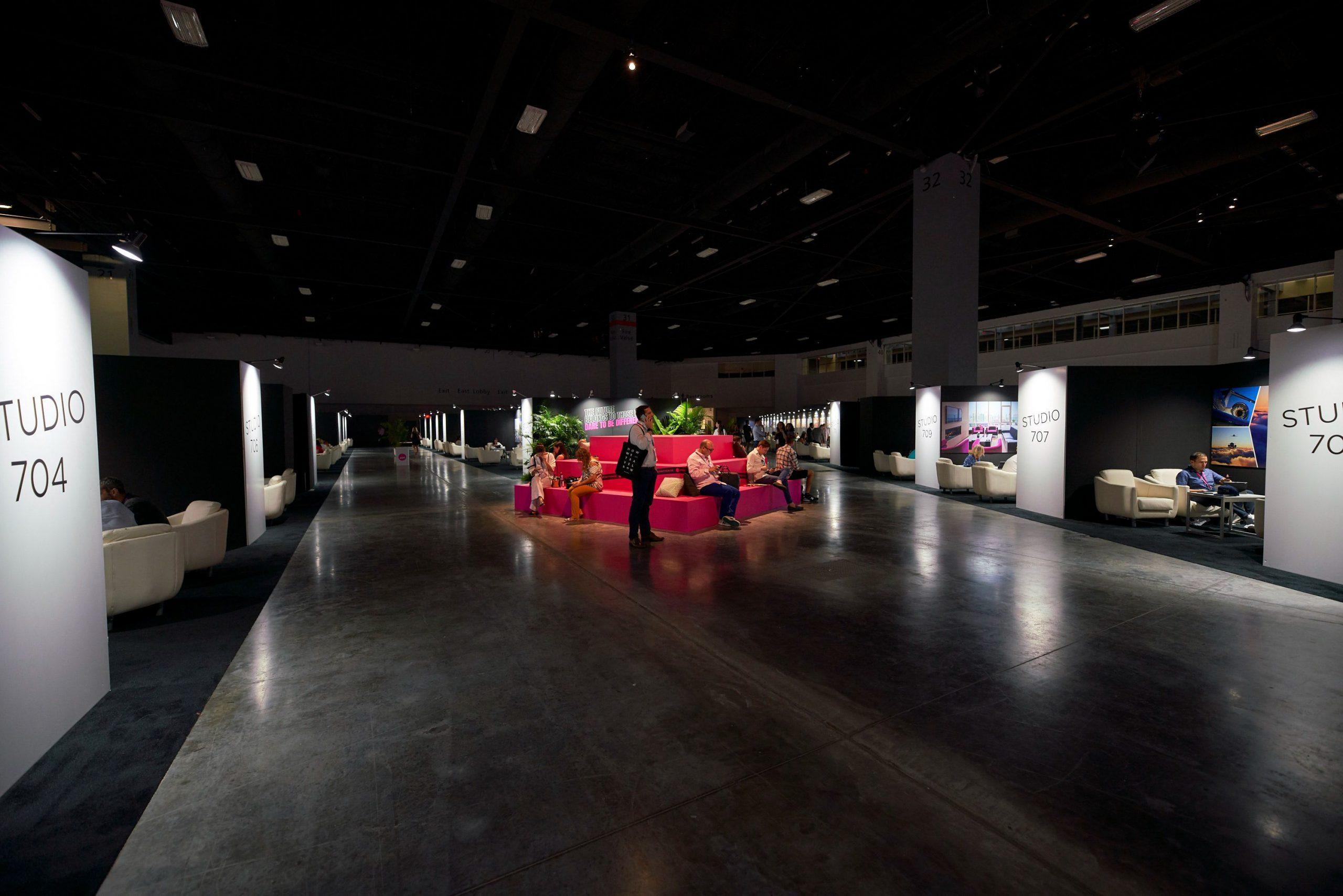 trade show pinspot lighting